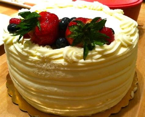 whole foods chantilly cake whole foods fresh berry chantilly cake