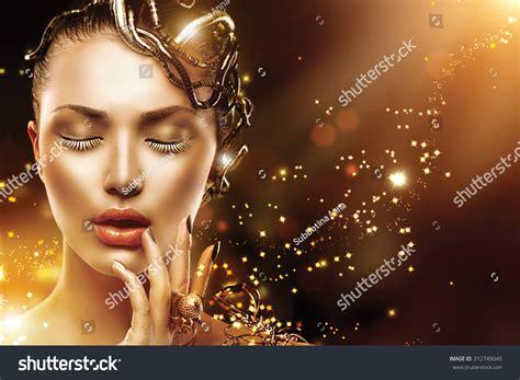 Ekslusive Mascara Mistine Model Miracle Lash Mascara Promo royalty free model with gold skin nails 212749045 stock photo avopix