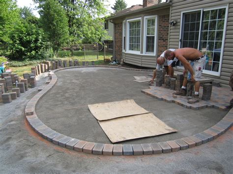 Installing Pavers Patio Cost Of A Paver Patio Patio Design Ideas