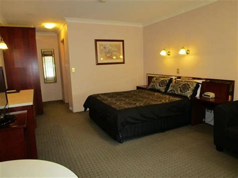 southern comfort hotel southern comfort motor inn cootamundra compare deals