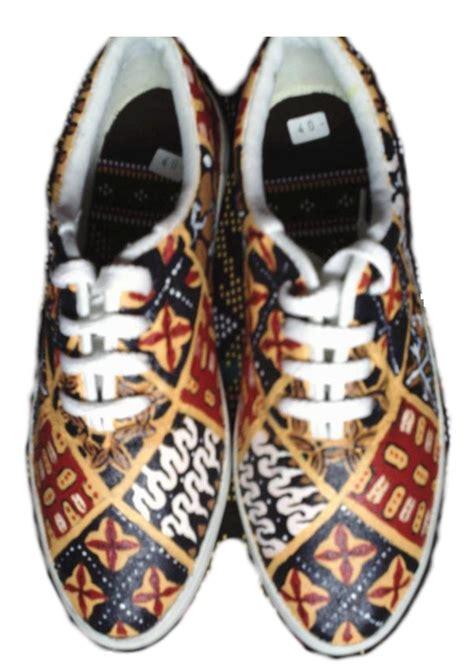 Sepatu Batik Hitam desal shop bandung sepatu lukis favorit