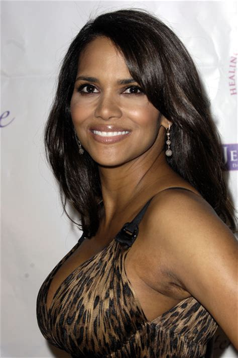 how does halle berry straighten her hair halle berry straight hair halle berry hair zimbio