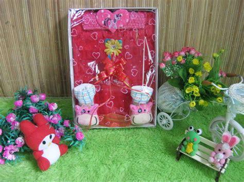 Paket Kado Hadiah Tas Troli Trolley Anak Boneka Murah paket kado bayi merah cantik baju bayi celana bayi celana panjang bayi topi bayi selimut bayi