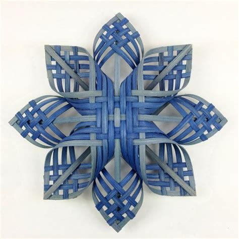 pattern for woven snowflake ornament 1000 images about christmas ornaments and decor create