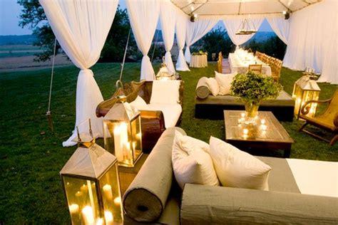 Sofa Kayu Biasa 13 inspirasi resepsi pernikahan di bawah tenda yang tak