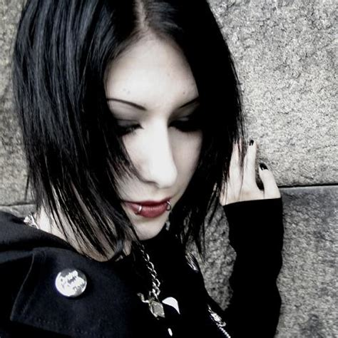 girl hairstyles goth gothic haircuts 7
