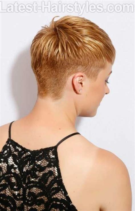 short pixie hair style with wedge in back de hipste pixie kapsels voor de trendy vrouw hairstyles