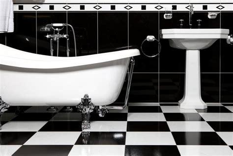 Beau Lavabo Retro Salle De Bain #6: Salle-bain-rétro-noire-blanche-sol-damier.jpg