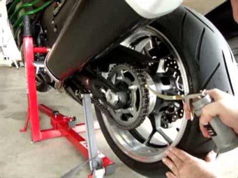 motosiklet zincir yaglama konusu