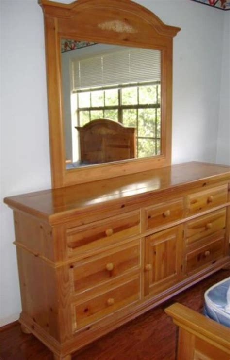 Knotty Pine Bedroom Furniture by 5 Broyhill Fontana Knotty Pine King Bedroom Set