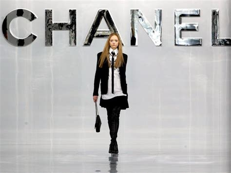 Anting Fashion Branded Chanel 2 chanel s brand november 2014