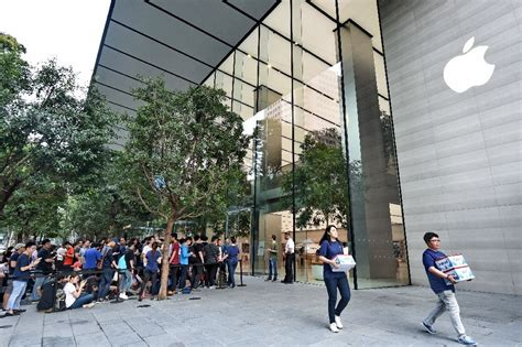 apple singapore apple opens first official store in southeast asia