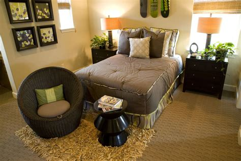 Master Bedroom Decorating Ideas Earth Tones 54 Richly Decorated Smaller Master Bedroom Designs
