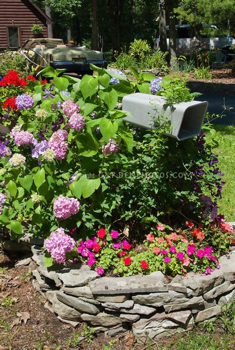 mailbox flower bed 25 best ideas about mailbox garden on pinterest mailbox
