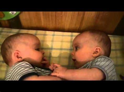 Bayi Kembar Lucu Lucu Bayi Kembar Tertawa