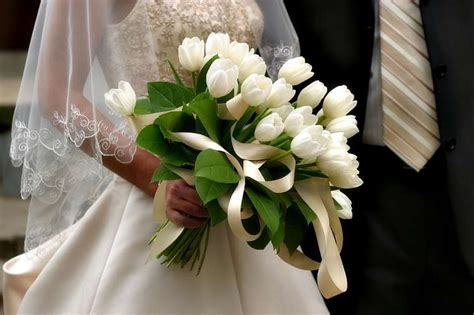 beautiful bridal tulip wedding bouquets