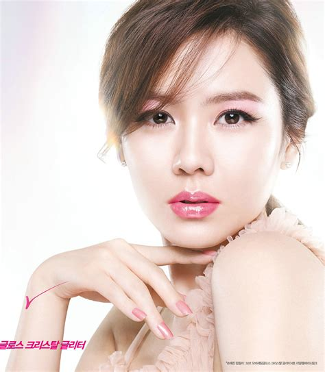 korea actor and actress news son ye jin 2018 hair eyes feet legs style weight