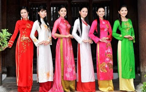 First Floor In Spanish by Ao Dai