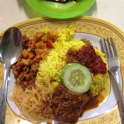 buat nasi kuning rice cooker 10 best images about indonesian nasi cur on pinterest