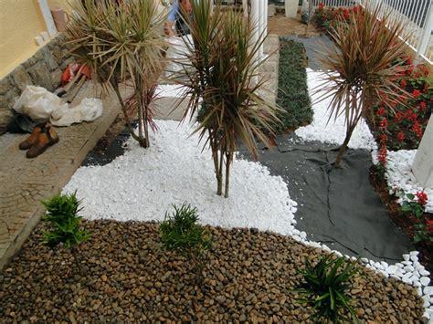 jardim decorado pedras e grama dicas de paisagismo e jardinagem residencial pedras