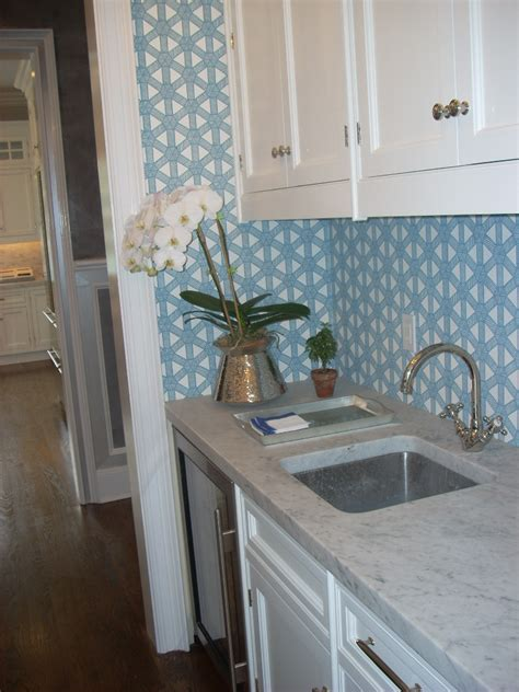 chinoiserie chic  blue  white chinoiserie kitchen
