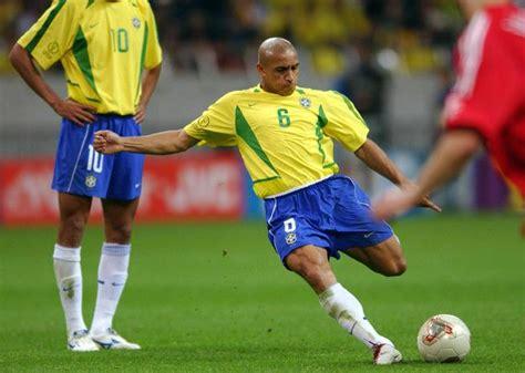 Soccerwe Brazil 2002 Roberto Carlos Brazil 2002 Where Are They Now Vavel