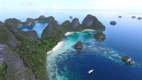 open trip raja ampat wayag  pianemo dn indonesiajuara