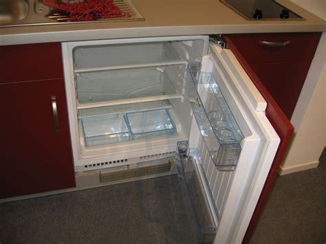 Winkelküchen Angebote wandgestaltung wohnzimmer grau rot