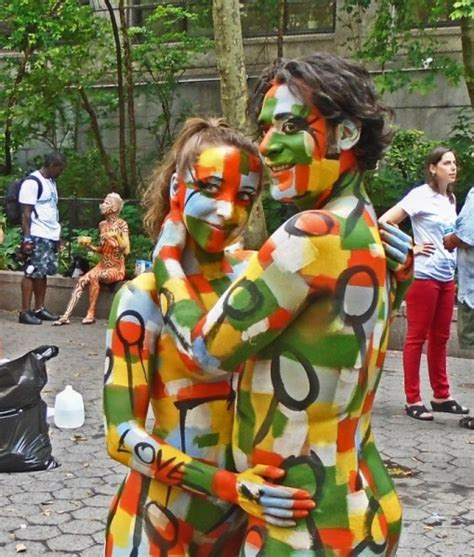 anual body painting new york 2016 brazil day turns new york green and yellow times square