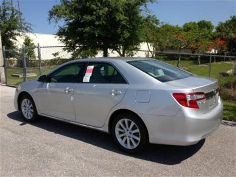 export new 2013 toyota camry hybrid xle silver on gray