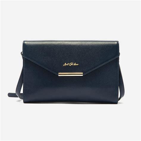 Mada Bag mada crossbody bag in calfskin leather go den