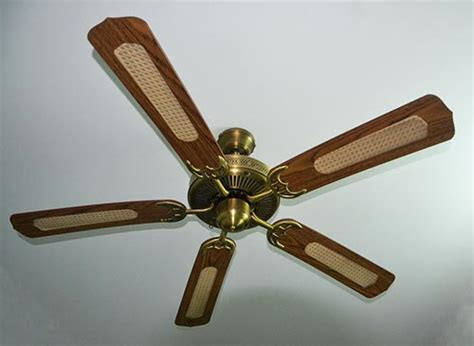 How To Fix Ceiling Fan by How To Easily Fix A Wobbly Ceiling Fan Iseeidoimake