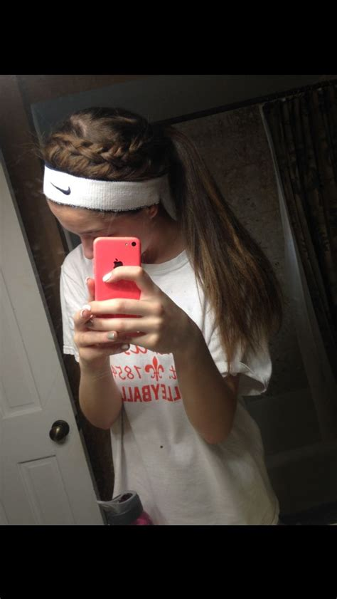 hairstyles for basketball games 17 mejores ideas sobre cute volleyball hairstyles en