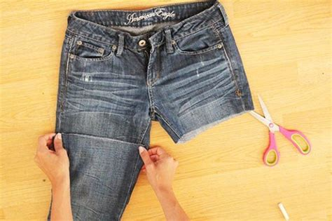 diy distressed shorts tutorial picture of comfy diy distressed jean shorts for summer 3