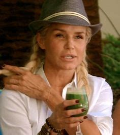 yolanda foster bracelet she always wears tight shirt big boobs bimbo babe s 5 pinterest boobs