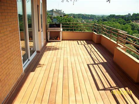 pavimento terrazzo legno progetto realizzazione pavimentazione in legno per balcone