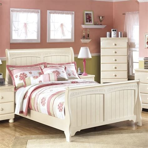Cottage Retreat Bed by Cottage Retreat Wood Sleigh Bed In