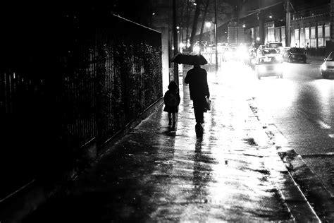 wallpaper jalan hitam wallpaper satu warna jalan malam refleksi hujan