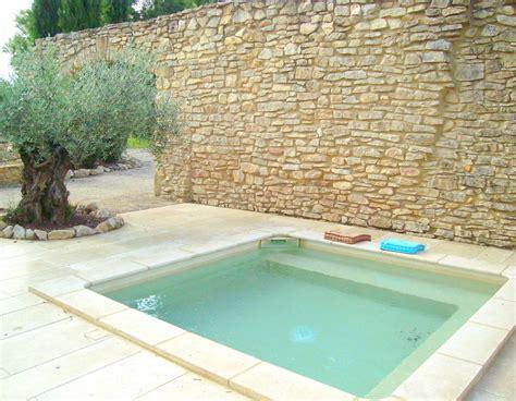 terrasse mit teich 4236 provence house tauchbecken pavillion und outdoor blumen