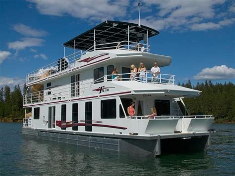 big boat studio astoria is a grand houseboat adapted as a recording