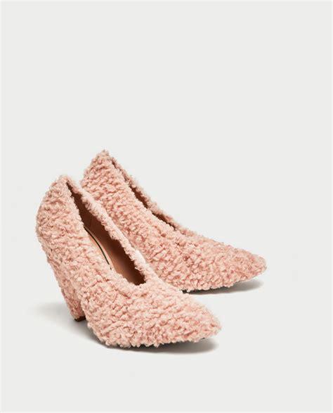 Zara Zapato la fiebre por los zapatos peludos ha llegado mujerhoy