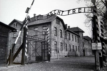 world war ii auschwitz a history from beginning to end books in fitting memory the and politics of holocaust