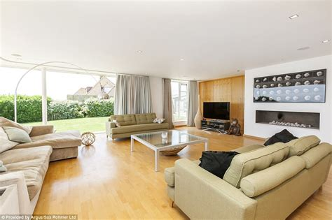 selling a 2 bedroom house graham norton s six bedroom house for sale for 163 2 3million