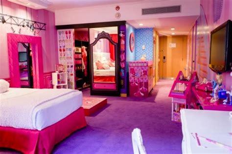 ideas para decorar habitacion niña 12 años the world s first barbie themed hotel room photos