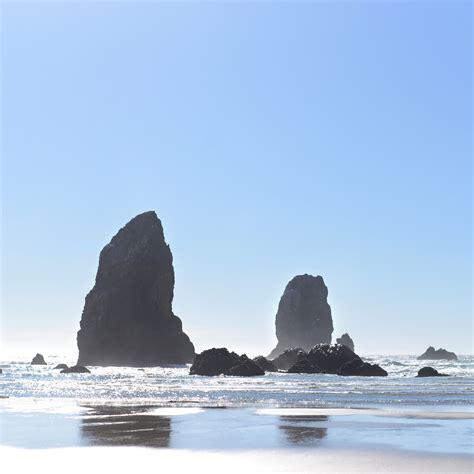 Oregon Coast Rock Formations by Traveling Julie   dsktps