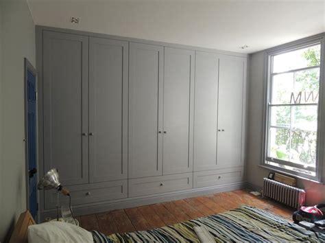 closet door runners bildresultat f 246 r floor to ceiling built in wardrobe