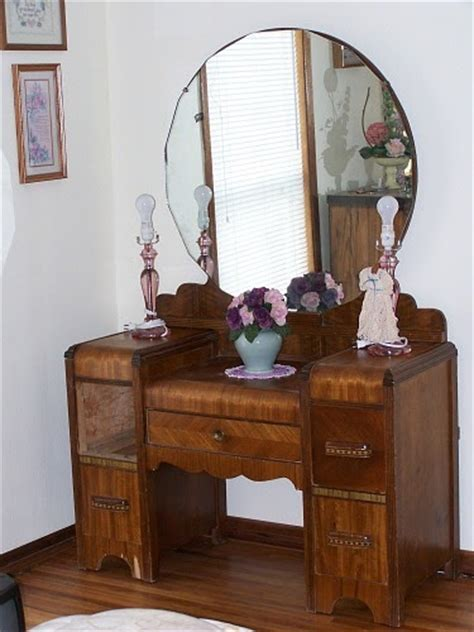 Vintage Bedroom Vanity With Mirror by Thrift Store Junkies Vintage Vanity Dresser With Mirror