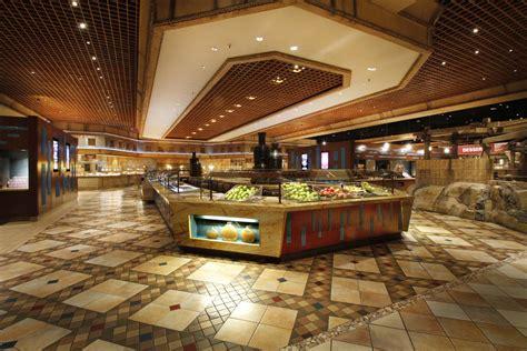 Las Vegas For Brits 187 Luxor Mgm Buffet Pass