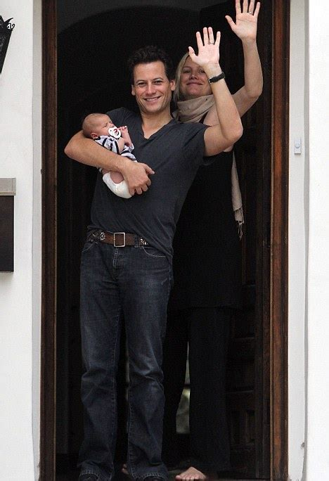 alice evans mail online ioan gruffudd and alice evans introduce their first child
