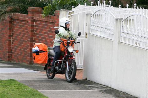 Paket Go Bikers Naik Motor Sepeda By 1 tukang pos bahasa indonesia ensiklopedia bebas